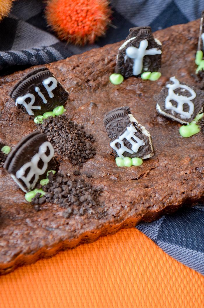 grafsteen graveyard brownies met oreo's