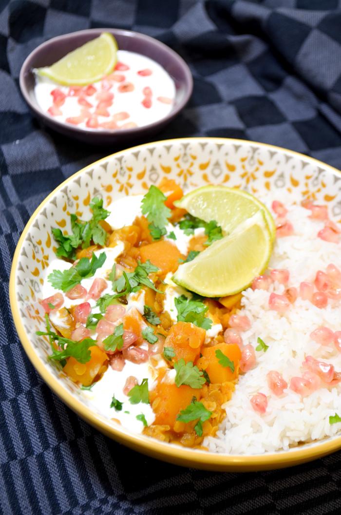 Pompoencurry met linzen, yoghurt, limoen en granaatappel