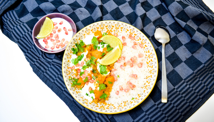 Pompoencurry met linzen, yoghurt en granaatappel