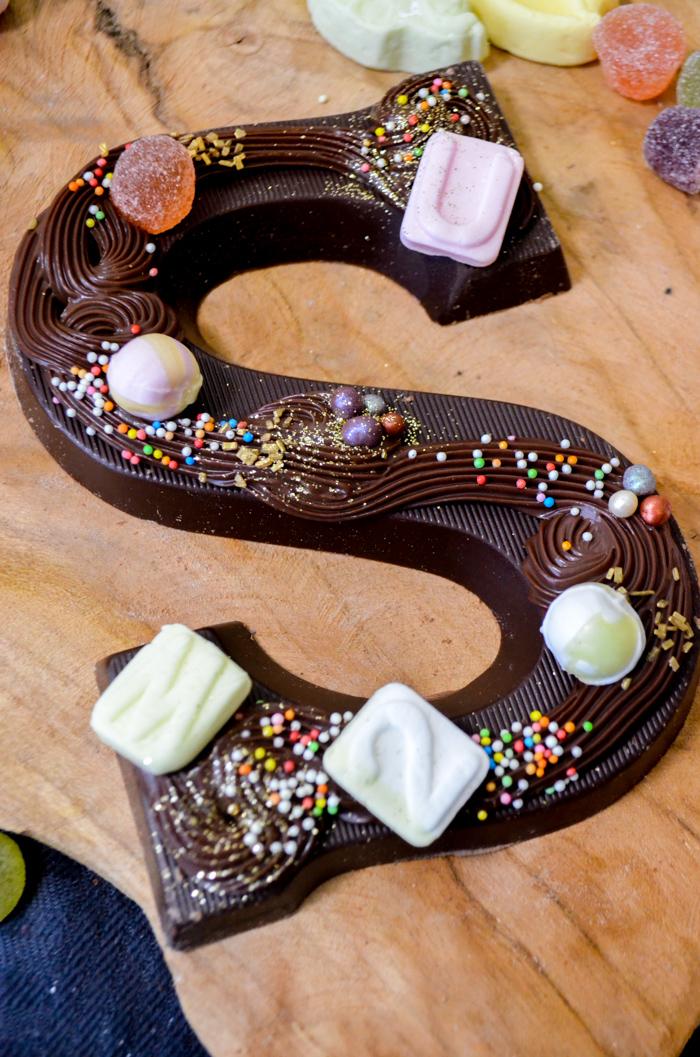 zelf chocoladeletters versieren