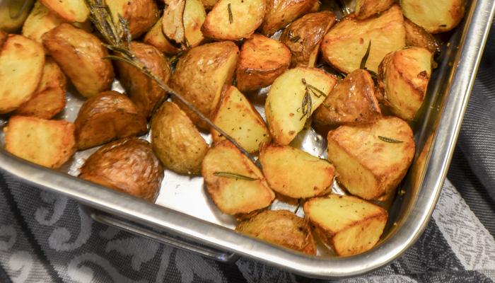 Krokante aardappelen met rozemarijn en knoflook